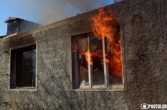 Քարվաճառը լքելիս մարդիկ այրում են տները. Լուսանկարներ
