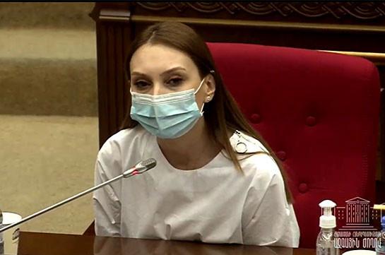 Ռազմական դրության վերացման հարցով ԱԺ արտահերթ նիստն ընդհատվեց. Լիլիթ Մակունցը 20 րոպե ընդմիջում խնդրեց