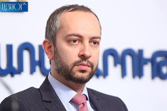 Эдуард Агаджанян освобожден с должности руководителя аппарата премьер-министра, его сменил Арсен Торосян