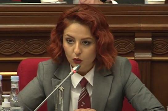 Ինչպես Մոսկվայում վարչապետը չկարողացավ լուծել գերիների հարցը, այնպես էլ ԱԺ դահլիճում ունակ և կարող չէ հարցին պատասխանել. Անի Սամսոնյան (Տեսանյութ)