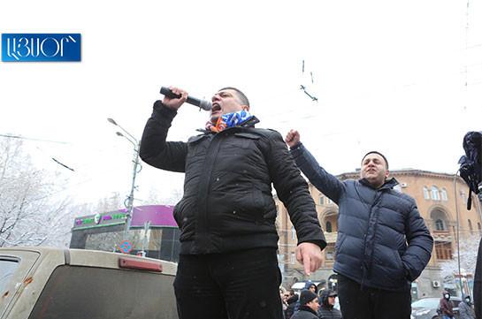 Հանրահավաքի մասնակիցները պարալիզացնում են մայրաքաղաքի կենտրոնը. ամեն օր բողոքի ակցիաներ են լինելու (Տեսանյութ)
