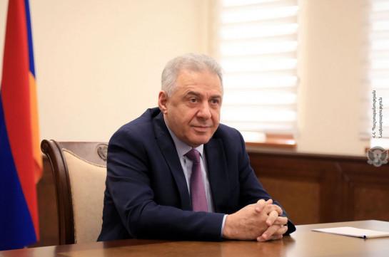 Глава Минобороны Армении не считает нужным размещать в стране вторую российскую военную базу