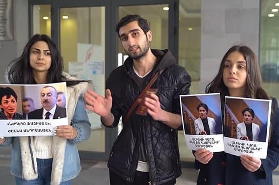Երիտասարդները «նվեր էին» տարել փոխնախարար Ժաննա Անդրեասյանին՝ թուրքական անձնագիր