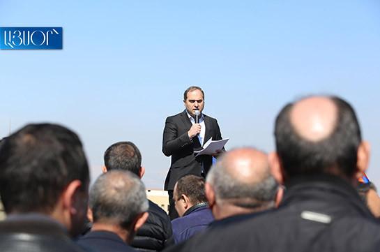 Участники акции в поддержку Оника Гаспаряна направились к резиденции президента