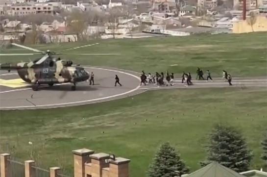 Сотрудников министерства обороны Армении эвакуируют на вертолетах (Видео)
