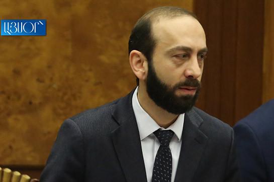 Спикер парламента Армении посетит Санкт-Петербург, визит в Москву отложен