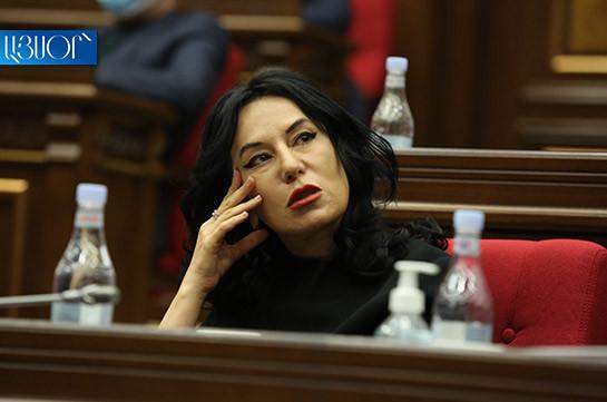 Решение парламента о прекращении полномочий Наиры Зограбян на должности председателя постоянной комиссии соответствует Конституции – постановление КС