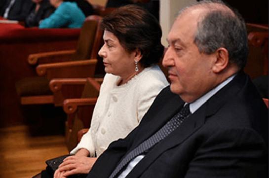 Президент Армен Саркисян и госпожа Нунэ Саркисян привились от коронавируса заграницей