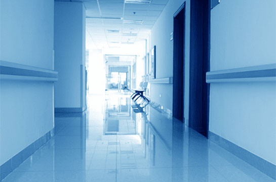 77-летний пациент с COVID-19 выбросился из окна палаты