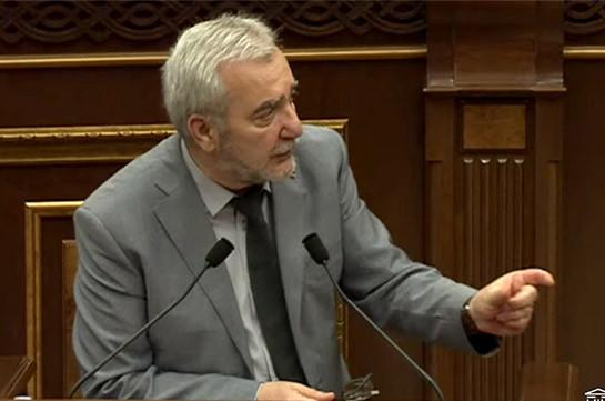 Андраник Кочарян предлагает внести изменения в порядок службы участников 44-дневной войны