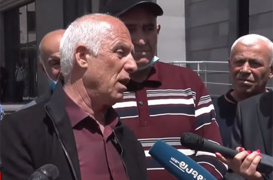 «Էս ազգի մեջ մի քաղաքական գործիչ չկա, որ վեր կենա ու ասի՝ Արցախն Ադրբեջան չի». հադրութցիներն ակցիա են իրականացնում ԱԳՆ դիմաց