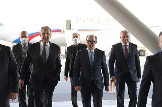 Russia's FM Lavrov arrives in Yerevan (video)