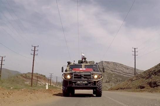 Военная полиция российских миротворцев в Нагорном Карабахе проводит патрулирование Лачинского коридора (Видео)