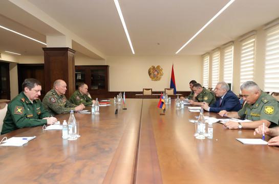 Armenia's acting DM, Russian top military official discuss situation in Armenia's Syunik