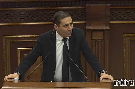 На внеочередное заседание парламента по вопросу Сюника присутствует только представитель МИД Армении – Арман Абовян