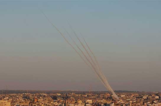 Десять человек пострадали при попадании ракеты в здание в Израиле