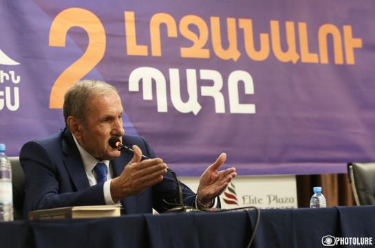 Путин, Макрон, Байден сегодня говорят с Николом, и я не знаю, понимает ли он сказанное ими или искажает – Левон Тер-Петросян