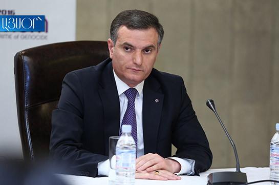 За последние 100 лет Армения никогда не была такой сгорбленной, столь обслуживающей чужие интересы – Артак Закарян