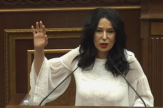 В Москве ожидаются достаточно тяжелые переговоры, наша государственность под угрозой – Наира Зограбян пригласила Никола Пашиняна в парламент