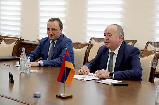 Հանդիպել են ՀՀ պաշտպանության նախարարն ու ՌԴ դեսպանը. հայ-ռուսական քաղաքական երկխոսությունը բարձր է գնահատվել