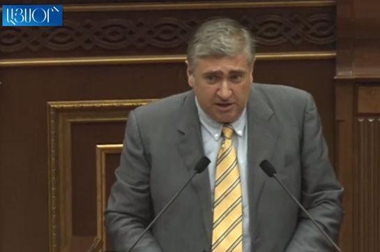 «Мы говорим: Армения должна быть такой сильной, чтобы защищать собственные границы, вы говорите: пусть границы Армении защищает ОДКБ» – Артур Хачатрян о подходе властей