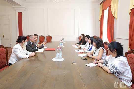 Тагуи Товмасян обсудила с главой делегации МККК проблему армянских пленных и без вести пропавших
