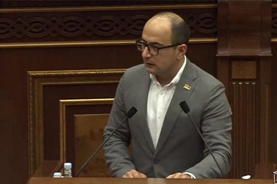 Айк Мамиджанян: Вы о пленных тоже собираетесь говорить, что они находятся на территории Советского Азербайджана?