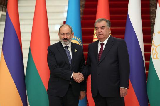 Пашинян и Рахмон обсудили взаимодействие в рамках ОДКБ