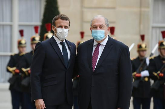Президент Франции заявил о необходимости возобновления диалога между Арменией и Азербайджаном