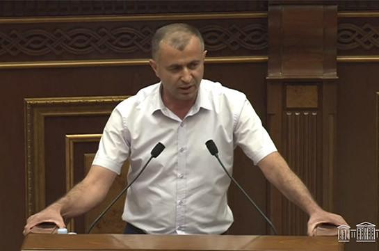 Я вижу в укрупнении общин политическую цель: я поддержал на выборах блок «Армения», правильно сделал – руководитель укрупненной общины Гегамасар