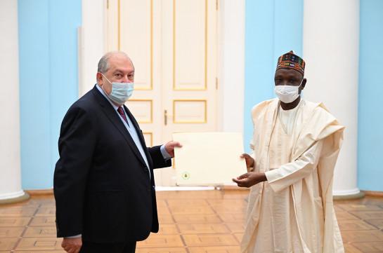 Նախագահ Արմեն Սարգսյանին հավատարմագրերն է հանձնել Հայաստանում Նիգերիայի դեսպանը