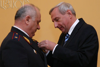 Armenian firefighters honored for battling Russia's fire