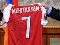 Արմեն Սարգսյանը ծանոթացրել է Հենրիխ Մխիթարյանին ու նրա փոքրիկ երկրպագուին