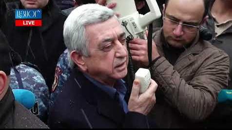 Карабах никогда не будет в составе Азербайджана: Серж Саргсян обратился к своим сторонникам у здания суда